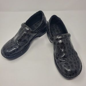 BOC Black Crocodile Clogs Size 8